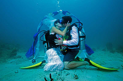 You can get married underwater